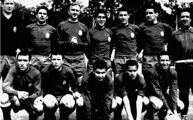 Selección de ESPAÑA - Temporada 1961-62 - Carmelo, Rivilla, Santamaría, Reija, Segarra, Garay, Helenio Herrera (entrenador); Del Sol, Puskas, Eulogio Martínez, Luis Suárez y Gento - CHECOSLOVAQUIA 1 (Stibrányi), ESPAÑA 0 - 31/05/1962 - Mundial de Chile 1962, 1ª fase - Viña del Mar (Chile), estadio de Sauzalito - Alineación: Carmelo; Rivilla, Santamaría, Reija; Segarra, Garay; Del Sol, Puskas, Eulogio Martínez, Luis Suárez y Gento